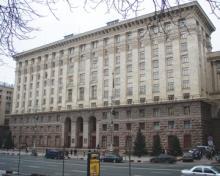 МОЗ України отримало 100 костюмів біологічного захисту для медиків